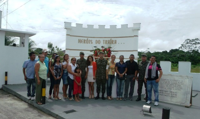 Foto de Formatura em Homenagem aos guerreiros no Episódio do Rio Traira