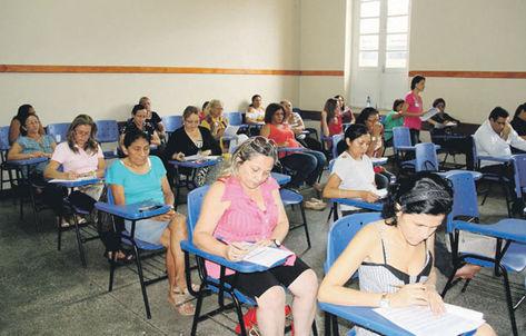Manaus-amazonas-amazonia-IEA-educadores-Seduc-secretaria-cumprindo-salarios-provas_ACRIMA20130408_0013_15