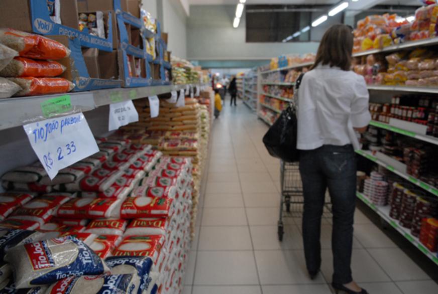 Photo of Cesta básica está mais barata em 14 capitais brasileiras, aponta Dieese