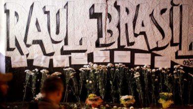 Foto de Moradores de Suzano prestam homenagens a mortos em tiroteio em escola