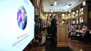 Photo of Bolsonaro recebe prêmio nos EUA e diz que ser presidente foi 'milagre'