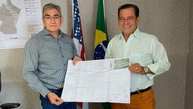 Photo of Prefeito de Tabatinga Saul Bemerguy, assina convênio de recapeamento da Avenida da Amizade